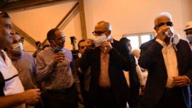 صورة وزير الإسكان ومحافظ جنوب سيناء يتفقدان تجارب تشغيل المرحلة الأولى بمحطة تحلية نبق بشرم الشيخ