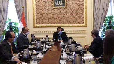 صورة رئيس الوزراء يلتقى مسئولى مجموعة العربي ودعوته لافتتاح مصنع لأجهزة الميكرويف