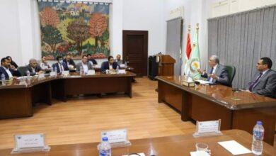 صورة وزير الزراعة يستعرض مع أعضاء الجمعية المصرية لشباب الأعمال جهود منظومة تطوير وتحديث الري