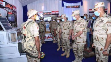 صورة الفريق أول محمد زكى يتفقد إجراءات تفتيش الحرب لإحدى تشكيلات الجيش الثالث الميدانى