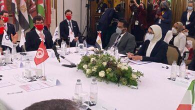 صورة وزيرة الصحة تستعرض التجربة المصرية لمواجهة فيروس كورونا المستجد.وتؤكد على التعاون الوثيق بين القطاعين العام والخاص في مواجهة الجائحة