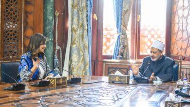 صورة وزيرة الدولة للهجرة تلتقي بشيخ الأزهر لتعريف شباب الدارسين بالخارج بدوره التنويرى