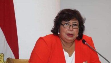 صورة وزيرة الثقافة تفتتح معرض الاوبرا الاول للكتاب