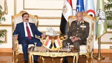 صورة الفريق أول  محمد زكى  يلتقى وزير دفاع العراق لبحث سبل التعاون العسكرى