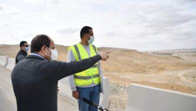 صورة الرئيس السيسي  يتفقد  مشروعات الشبكة القومية للطرق والمحاور بمحافظة القاهرة والجيزة