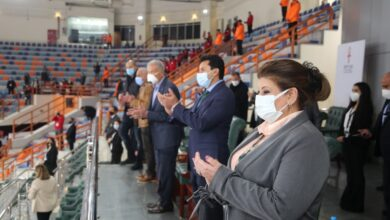 صورة وزير الرياضة ورئيس الاتحاد الدولي لليد يشهدان مباراة أنجولا واليابان بالصالة المغطاة بالإسكندرية