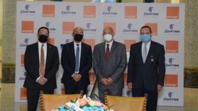 صورة مصر للطيران وأورنج مصر توقعان عقد تعاون مشترك للتذاكر المجانية وتعلية درجة السفر