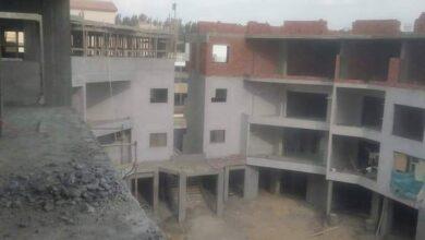 صورة رئيس جهاز القاهرة الجديدة : إزالة سقف دور كامل مخالف بامتداد غرب الجولف بالتجمع الثالث
