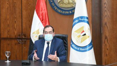 صورة وزير البترول يوجه بسرعة تشغيل  وتنفيذ محطات تموين السيارات بالغاز