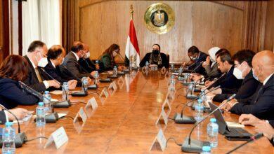 صورة وزيرة التجارة والصناعة تعقد لقاءً مع رؤساء المجالس التصديريه لمساندة الصادرات