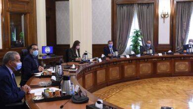 صورة رئيس الوزراء يعقد اجتماعا مع لجنة الشئون الاقتصادية بمجلس النواب بحضور زعيم الأغلبية البرلمانية
