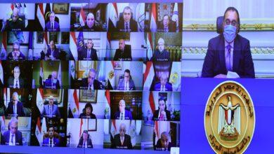 صورة رئيس الوزراء يطالب الوزارات والجهات الحكومية بالاستفادة من الإمكانات المتوافرة بمجمع الإصدارات الذكية والمؤمنة