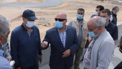 صورة وزير النقل يتابع اللمسات النهائية للمرحلة الأولى من مشروع تطوير الصعيد الصحراوي الغربي