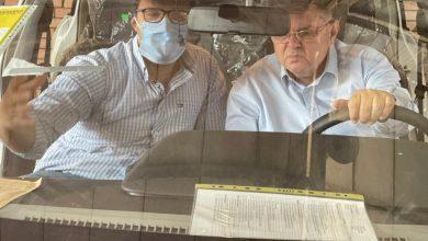 """صورة وزير قطاع الأعمال العام يزور """"النصر للسيارات"""" ويتفقد 13 سيارة """"E70"""" واردة من شركة دونج فونج الصينية لعمل الاختبارات لها في الأجواء المصرية"""