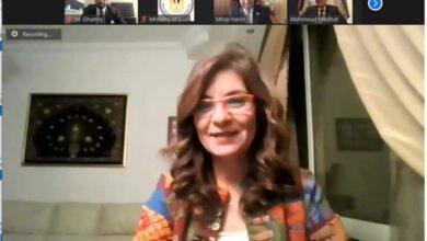 صورة وزيرة الهجرة تعقد لقاء افتراضيًا مع شابين مصريين بالخارج لاستعراض تجربتهما السياسية