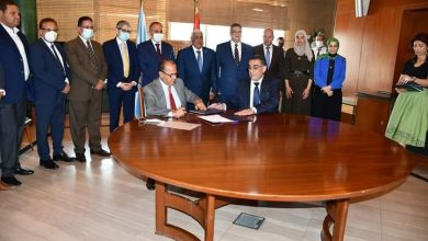 صورة توقيع عقد لتأسيس «فرع المصرف المتحد» بمؤسسة الأهرام
