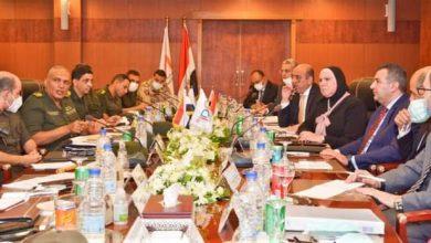 صورة وزيرة التجارة تعقد اجتماع مع قيادات الهيئة الهندسية والتنمية الصناعية لاستعراض استراتيجية انشاء المجمعات الصناعية المتخصصة
