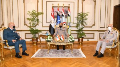 صورة وزير الدفاع ورئيس الأركان يلتقيان قائد الجيش اللبنانى لبحث علاقات التعاون العسكرى المشترك