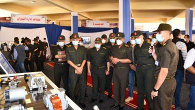 صورة الفريق أول محمد زكى  يقوم بجولة تفقدية لإحدى الوحدات الفنية للأسلحة التابعة لإدارة الأسلحة والذخيرة