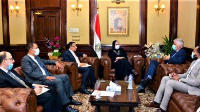 صورة وزير ة الصناعة : مصر تمتلك كافة المقومات لتكون مركزاً لتصنيع وتصدير الملابس الجاهزة لكافة الاسواق العالمية