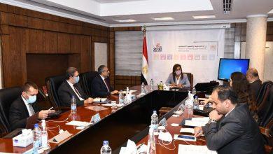 صورة وزيرة التخطيط والتنمية الاقتصادية تبحث آخر تطورات المشروع القومي لتنمية الاسرة المصرية