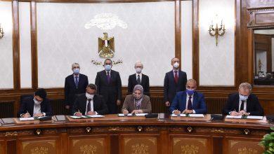 صورة رئيس الوزراء يشهد توقيع اتفاقيتين بشأن مشروع محطة توليد الكهرباء من طاقة الرياح بقدرة 500 ميجاوات بمنطقة خليج السويس