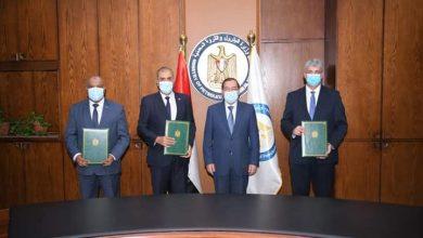 صورة وزير البترول يشهد توقيع مذكرة تفاهم لإنشاء مشروع جديد بمصفاة تكرير أسيوط